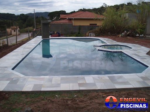 Comprar piscina de concreto engevil piscinas for Empresas de piscinas