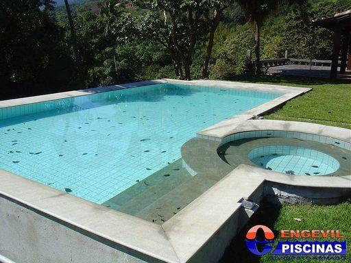 Piscinas residencial engevil piscinas for Empresas de piscinas