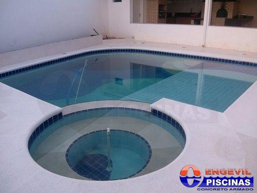 Piscina elevada engevil piscinas for Empresas de piscinas