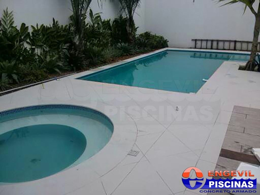 Piscina de azulejo engevil piscinas for Empresas de piscinas