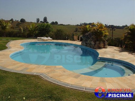 Comprar piscina de concreto engevil piscinas for Piscinas empresas