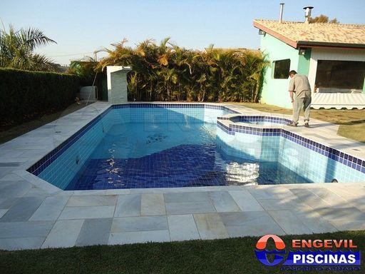 Comprar piscina de concreto engevil piscinas for Empresas de piscinas