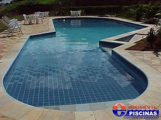 Piscina pequena com deck elevado homehydro piscina for Decorar piscina elevada