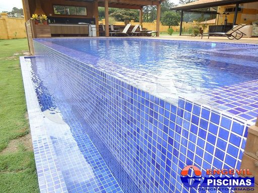 Constru o de piscina de alvenaria engevil piscinas for Piscina u central