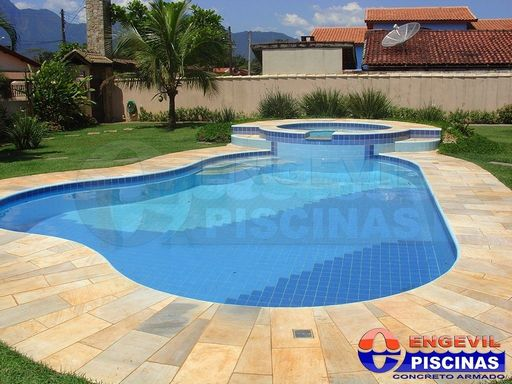 Modelos de jardim com piscinas para ajudar veja as - Cemento para piscinas ...