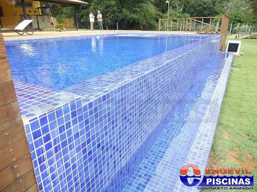 Piscina fibra elevada piscinas piscina elevada de madera for Piscinas enterradas