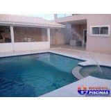 piscina com deck de madeira Cerâmica