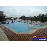 piscina de alvenaria com deck de madeira Vila Augusta