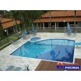 piscinas de alvenaria com deck de madeira São Vicente